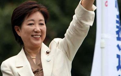 حاكمة طوكيو القوية التي تتحدث العربية بطلاقة