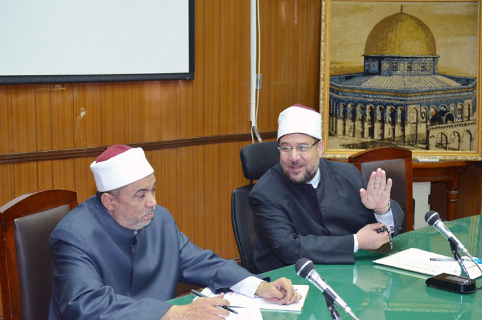 وزير الأوقاف يقرر تخصيص 50% من فائض مجالس الإدارات لشراء مقاعد دراسية