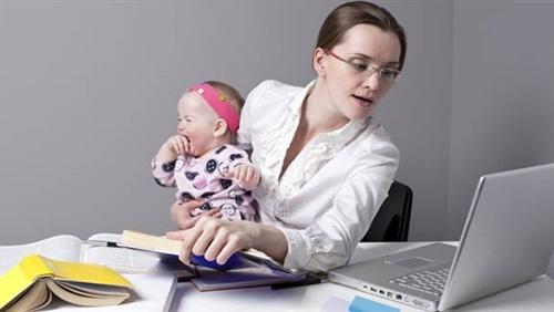 حنان مكرم تكتب : من مشاكل المرأة العاملة