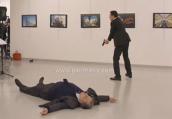 بالفيديو : لحظة اغتيال السفير الروسي بأنقرة