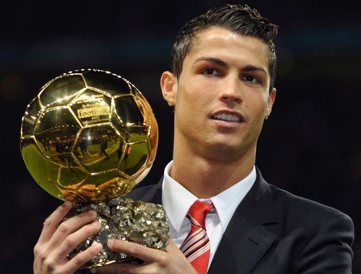 بالفيديو والصور..تعرف لماذا فاز رونالدو بالكرة الذهبية الرابعة؟