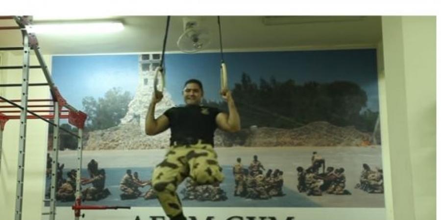 السيسي يكرم بطل الصاعقة في مؤتمر الشباب