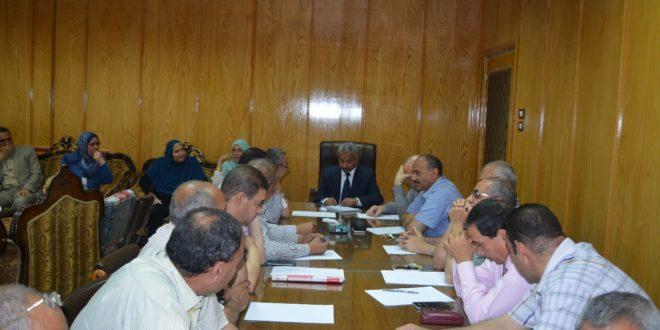 اجتماع طارئ لنائب رئيس جامعة الأزهر مع مديرى الكليات