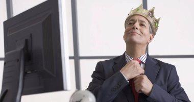 لو مديرك في العمل  مريض بجنون العظمة ..  كيف تتعامل معه؟