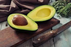 الأفوكادو يعزز صحة القلب ويقتل الخلايا السرطانية.. خليه وجبتك المفضلة