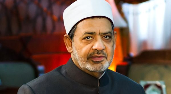 في اتصال هاتفي من لندن… الإمام الأكبر يهنئ أوائل الثانوية الأزهرية