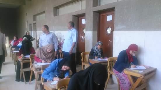 عميد كلية البنات الإسلامية يتابع سير الامتحانات صور